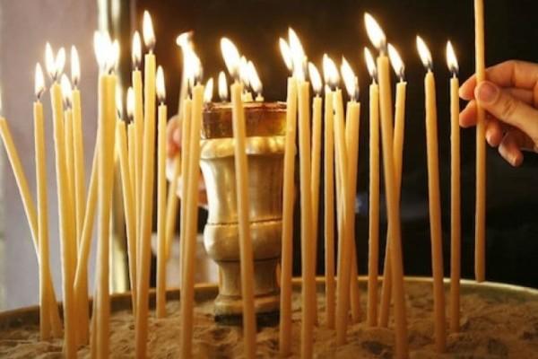 Εσύ ήξερες γιατί ανάβουμε κερί στην εκκλησία;