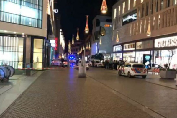 Συναγερμός στη Χάγη: Σφοδρή επίθεση με μαχαίρι!