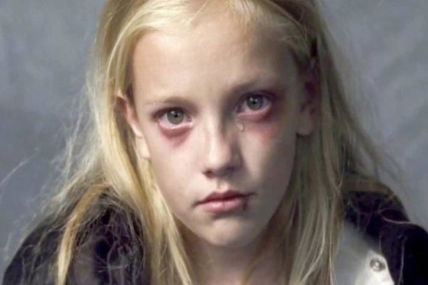 Φρίκη: Ο πατέρας της την έσυρε με το ζόρι στο σπίτι και η μητριά της την πήγε γρήγορα για μπάνιο - Ο λόγος θα σας ανατριχιάσει!
