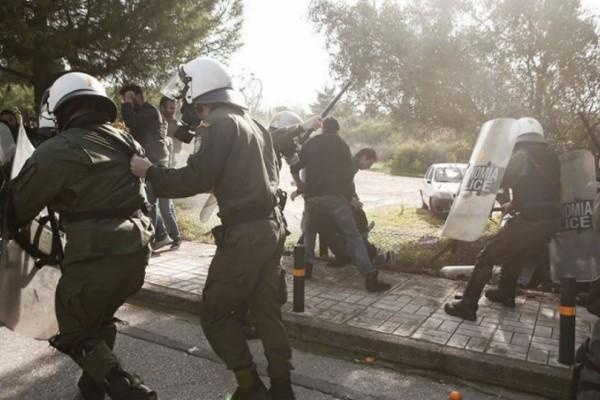 Τρεις τραυματίες στη συγκέντρωση φοιτητών στο Καβούρι!