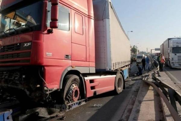 Σοβαρό τροχαίο στον Κηφισό: Φορτηγό πέρασε στο αντίθετο ρεύμα!