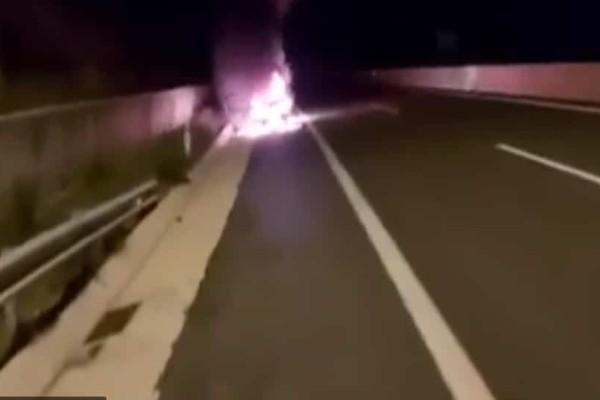 Συναγερμός: Αυτοκίνητο πήρε φωτιά εν κινήσει στην Εγνατία! (Video)