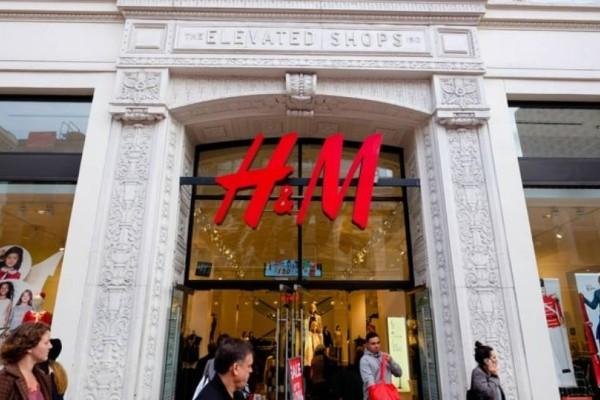 H&M - Εκπτώσεις: Το τζιν που κάνει τα πόδια να φαίνονται αδύνατα κοστίζει πλέον 9 ευρώ!