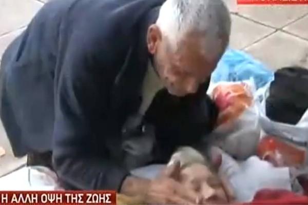 Σπαρακτικό: Ηλικιωμένο ζευγάρι ζει στο προαύλιο εκκλησίας στον Κεραμεικό! (video)