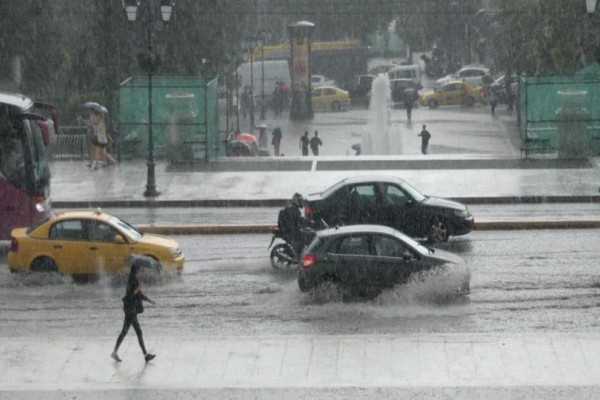 Έρχεται νέα κακοκαιρία! Ποιες περιοχές θα «χτυπήσουν» βροχές και καταιγίδες;