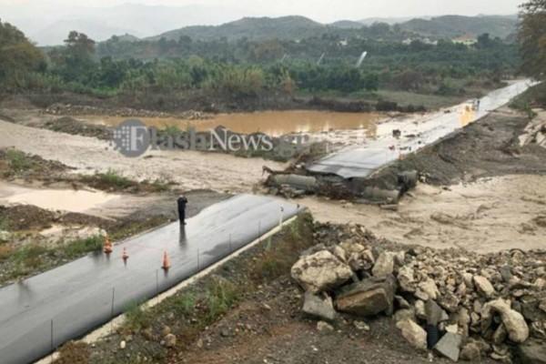 Βικτώρια: Εικόνες καταστροφής! Κόπηκαν δρόμοι στη μέση (video)