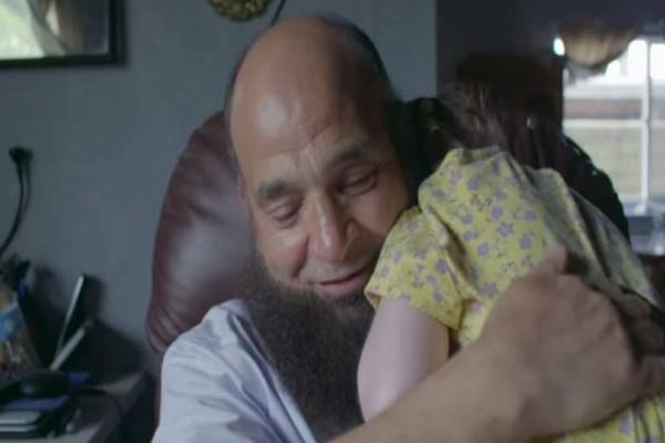 Αληθινή ιστορία: Καρκινοπαθής υιοθετεί όλα τα παιδιά που εγκαταλείπουν οι γονείς τους! (Video)