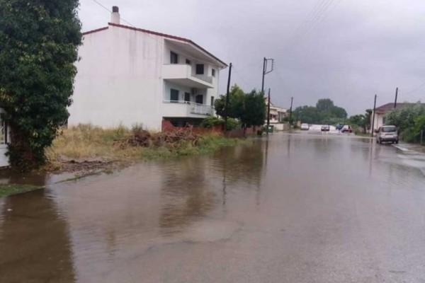 Οι δρόμοι μετατράπηκαν σε λίμνες στην Καβάλα! Εικόνες καταστροφής!