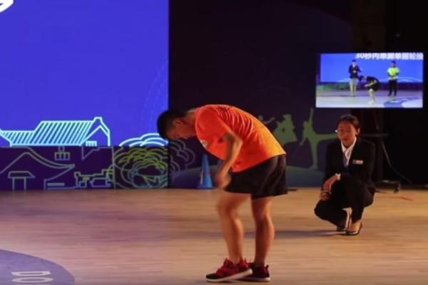 Αδιανόητο: Κινέζος κάνει σκοινάκι και μετά από λίγο εξαφανίζεται! (Video)