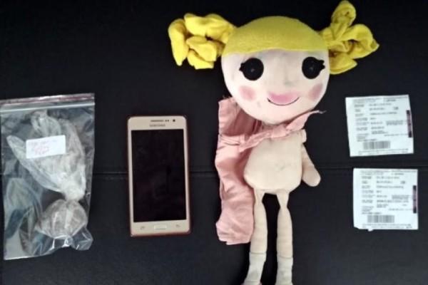 Κάλυμνος: Μετέφερε ναρκωτικά μέσα σε παιδική κούκλα!