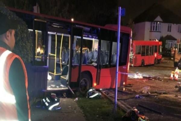 Φονικό τροχαίο: Σφοδρή σύγκρουση δύο λεωφορείων! Ένας νεκρός και 15 τραυματίες!