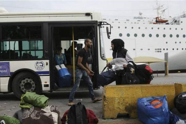 Πάνω από 200 μετανάστες φτάνουν στο λιμάνι του Πειραιά από Χίο, Λέρο και Λέσβο!