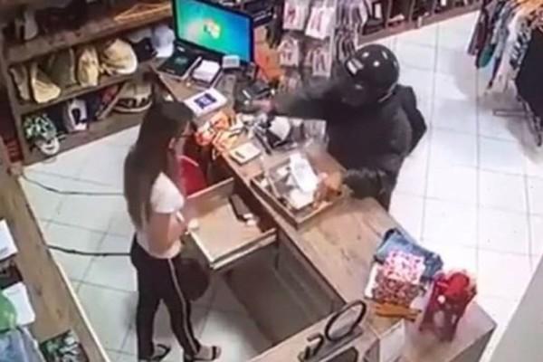 Ληστής πυροβόλησε στο κεφάλι ταμία! (Video)
