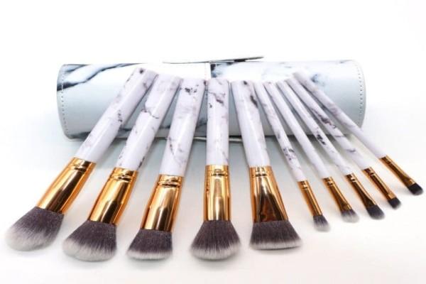 4+1 βήματα που θα σας κάνουν να έχετε τα πιο καθαρά πινέλα μακιγιάζ!