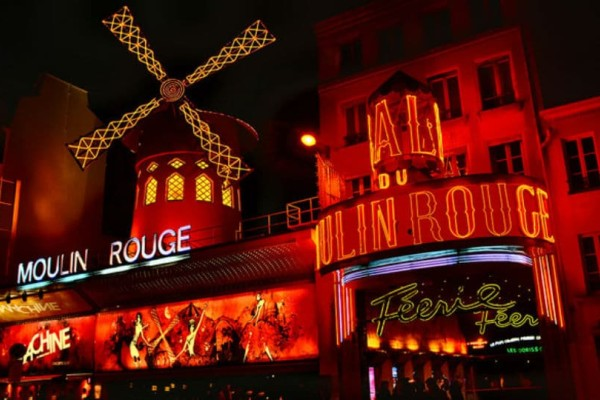 Τα κορίτσια του Moulin Rouge: Η γοητεία και η ιστορία τους!