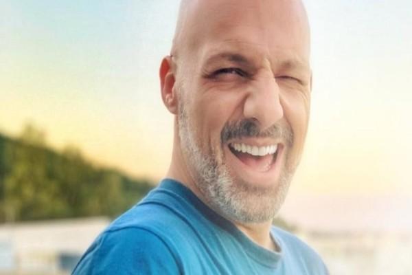 «Δηλώνω για πάντα ερωτευμένος»: Σε πελάγη ευτυχίας ο Νίκος Μουτσινάς!