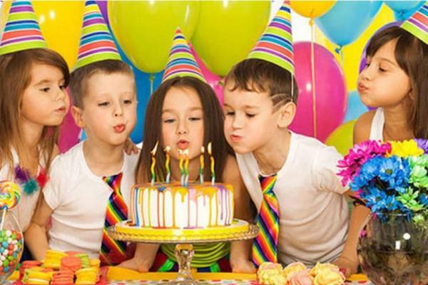 Απίστευτο: Αυτός ο 5χρονος πρέπει να πληρώσει πρόστιμο επειδή δεν πήγε σε ένα πάρτι συμμαθήτριας του!