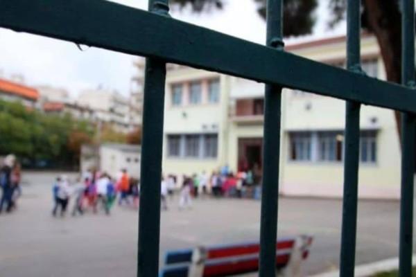 Συναγερμός στο Ρέθυμνο: Μαθήτρια σφήνωσε το κεφάλι της στα κάγκελα!