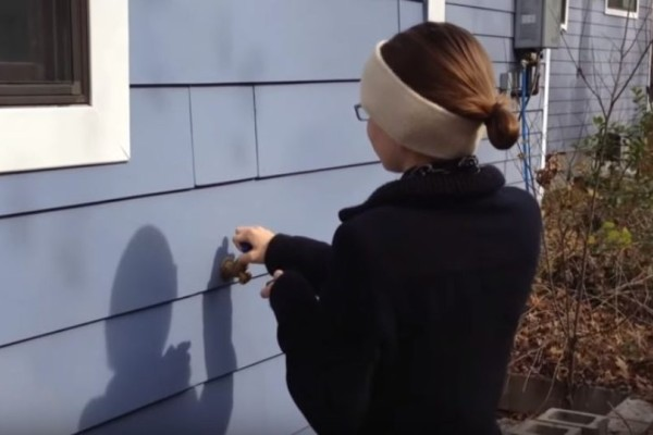 Αυτές είναι οι πιο απίθανες κρυψώνες μέσα στο σπίτι που θα σας εξασφαλίσουν χρήματα για μια ζωή! (Video)