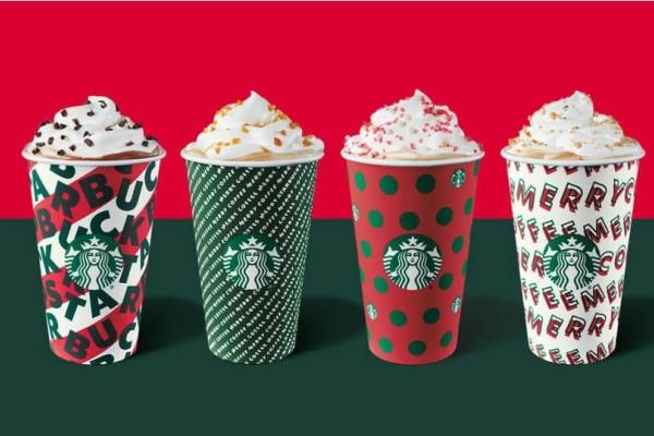 Τα κόκκινα ποτήρια των Starbucks επέστρεψαν κι η πόλη μύρισε
