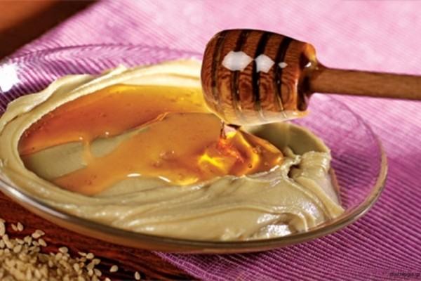 Τρώτε μια κουταλιά ταχίνι με μέλι την ημέρα; Τότε αυτά συμβαίνουν στον οργανισμό σας!