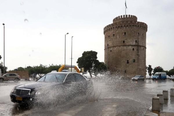 Πλημμύρες στην Θεσσαλονίκη: Κλήσεις στην πυροσβεστική για άντληση υδάτων σε υπόγεια!