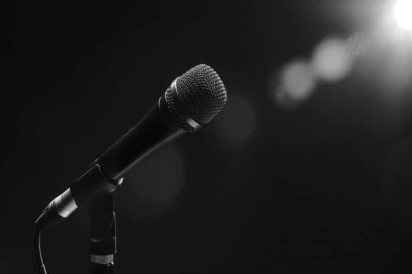 Σοκ: Βρέθηκε νεκρή Ελληνίδα τραγουδίστρια! (photo)