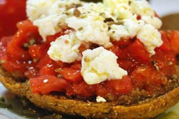Τρώτε ντομάτα με ελαιόλαδο; Δείτε τι θα συμβεί στον οργανισμό σας!