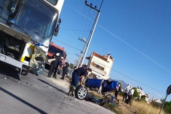 Σοβαρό τροχαίο στο Μενίδι: Συγκρούστηκε λεωφορείο με αυτοκίνητο!