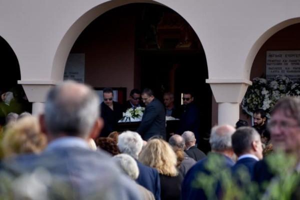 Σπαραγμός στην κηδεία του Περικλή Βασιλάκη στην Πρέβεζα!