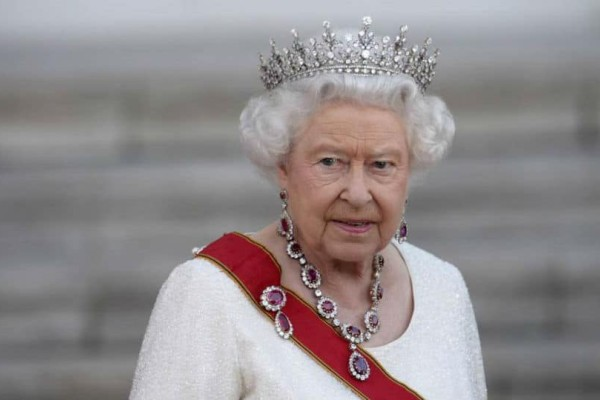 Βασίλισσα Ελισάβετ: Ο απίστευτος λόγος που επιτρέπει μία μόνο φορά το χρόνο να την πλησιάσει μακιγιέρ!