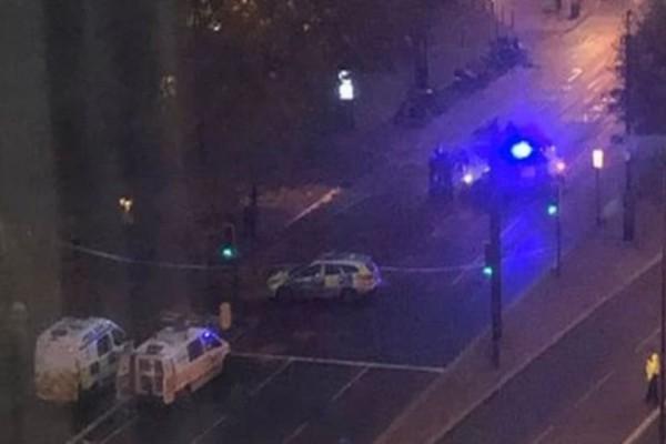 Συναγερμός στο Λονδίνο για ύποπτο όχημα σε γέφυρα! (Video)