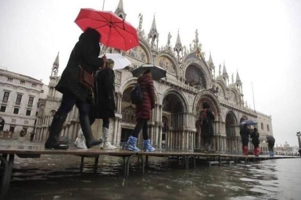 Σε κατάσταση εκτάκτου ανάγκης κηρύσσεται η Βενετία! (Video)