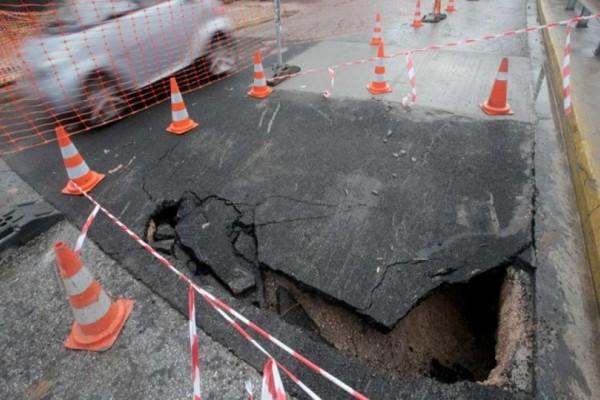 Σοκ: Καθίζηση σε δρόμο του Πειραιά! Προκλήθηκε από την έντονη κακοκαιρία!