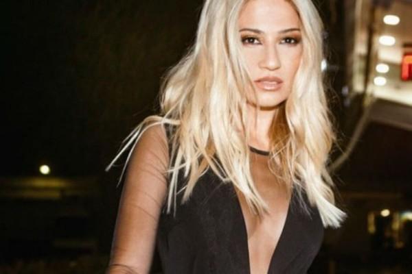 Φαίη Σκορδά: Κόλλησαν άπαντες με την μπλε μπλούζα της! Κοστίζει 29 ευρώ...