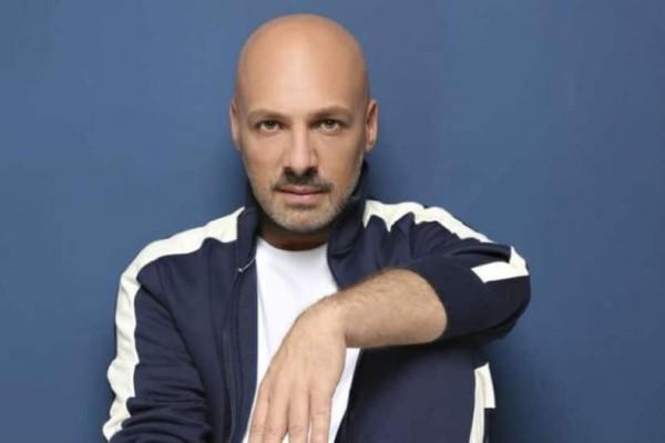 Νίκος Μουτσινάς: Ξανθιά καλλονή του έκλεψε την καρδιά!