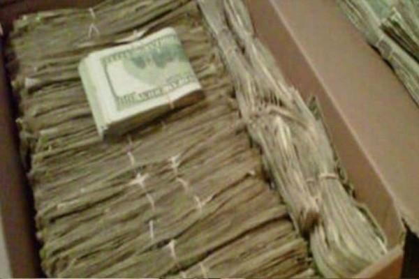 Ένας άνδρας βρήκε 95.000 δολάρια που η γυναίκα του έκρυβε για χρόνια, για έναν απίστευτο λόγο!