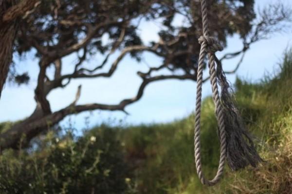 Χίος: Βρέθηκε κρεμασμένος ένας 26χρονος! Τον έψαχναν από το καλοκαίρι!