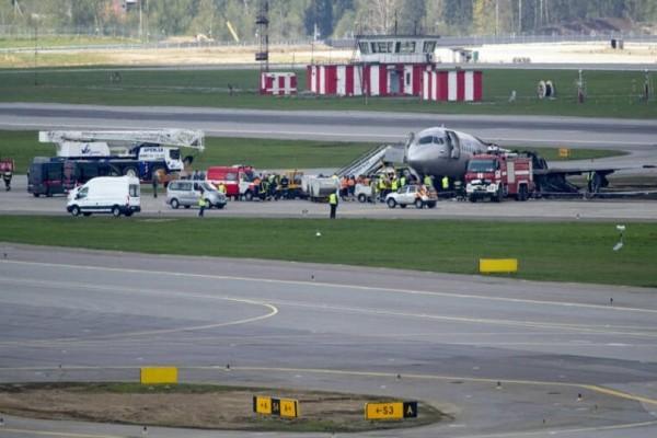 Τρόμος στο αεροδρόμιο της Μόσχας: Αεροπλάνο βγήκε εκτός διαδρόμου!