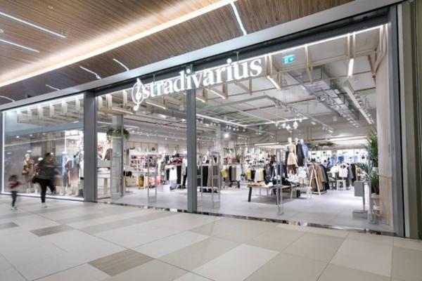 Stradivarius: Χαμός με την φούστα παρεό από υφή δέρματος! Κοστίζει λιγότερο από 18 ευρώ!