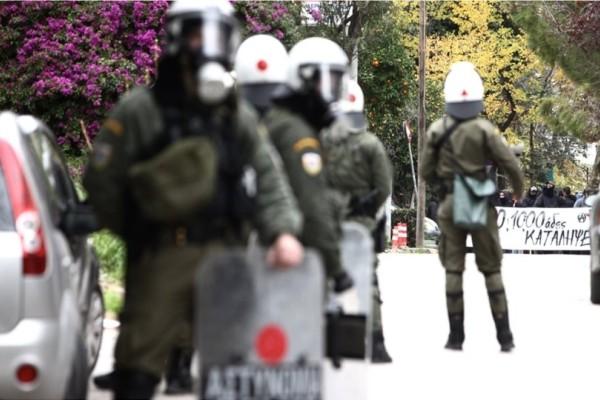 Μαρούσι: Συμπλοκές αντιεξουσιαστών με αστυνομικούς στον ΗΣΑΠ!