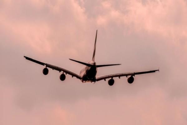 Θρίλερ στον αέρα: Αεροπλάνο έπιασε φωτιά!