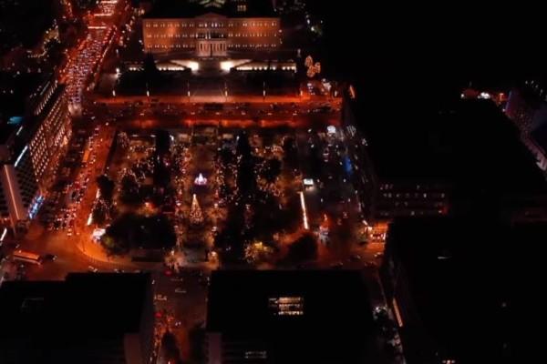 Καλά Χριστούγεννα: Η στολισμένη Αθήνα με drone από ψηλά! (video)