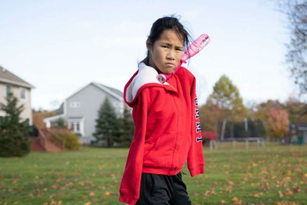 Αυτό το κοριτσάκι γεννήθηκε χωρίς χέρια παρ' όλα αυτά είναι κορυφαία αθλήτρια του μπείζμπολ!