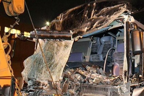 Τραγωδία στην Αίγυπτο: 22 νεκροί και 16 τραυματίες από σύγκρουση λεωφορείου με φορτηγό!