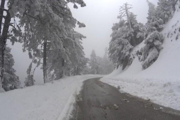 Καιρός: Χιονίζει ξανά στην Πάρνηθα ! Πώς εξελίσσεται η ψυχρή εισβολή; (photos)