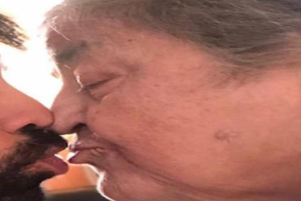 Αυτή η γιαγιά δέχεται ένα φιλί στο στόμα από νεαρό άνδρα! Μόλις αποκαλύφθηκε η ταυτότητά του υποκλίθηκε όλη η Ελλάδα!