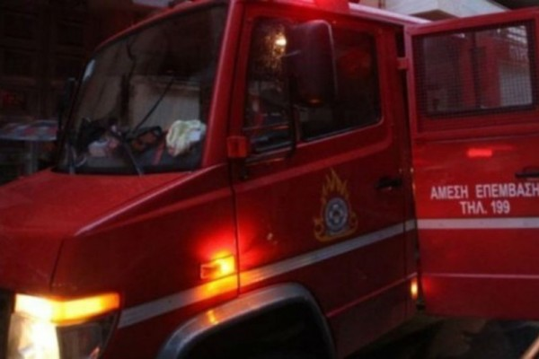 Χαλάνδρι: Μεγάλη πυρκαγιά  σε μονοκατοικία - Άντρας ανασύρθηκε χωρίς τις αισθήσεις του!