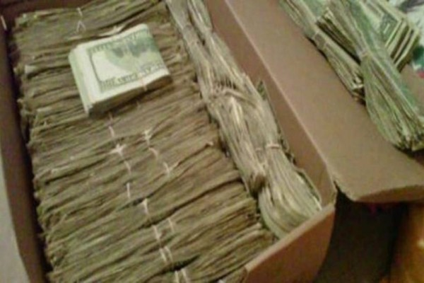 Ένας παππούς βρήκε 95000 ευρώ σε χαρτοκιβώτιο που η σύζυγος του έκρυβε για χρόνια! Όταν μάθετε που τα βρήκε θα πάθετε σοκ!