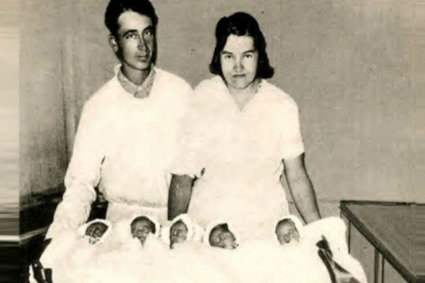 Γεννήθηκαν μαζί το 1934: Ήταν όλα κορίτσια και ολόιδια! Η συνέχεια της ιστορίας θα σας συγκλονίσει!